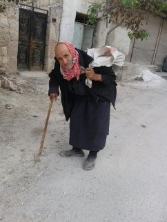Even elderly people find themselves forced to beg for a living. Photo: Maha al-Ahmed