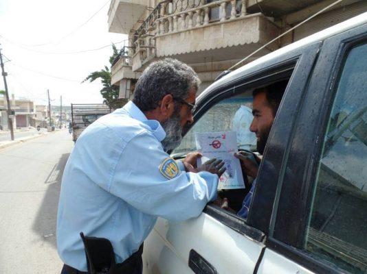 الشرطة الحرة توزع منشورات لا تقتلني بفرحتك تصوير ريم احمد