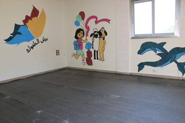 إحدى غرف الأنشطة تنتظر كامل التجهيز لتستقبل الأولاد