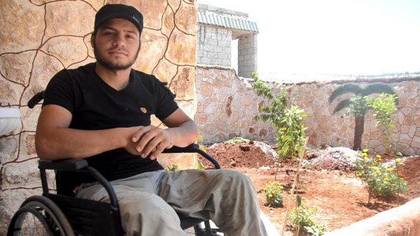 احمد كنجو على كرسيه المتحرك تصوير عبد المجيد الحلبي